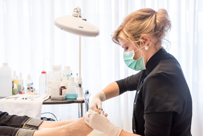 mesoliftSkin Rejuvination liftsome Beauté Neuve Salon Jeunesse Nederweert, Guinot gezichtsbehandeling, lichaamsbehandeling, pedicure, manicure, hotstone massage, kruidenstempelmassage, make-up, lash lifting, huidscan, huidtherapie, perfect skin, infrarood sauna, zonnebank, spray tan